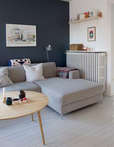 25 stuer - sådan skal din stue se ud i Living Room Decor Cozy, Living Room Furniture, Light Gray Couch, Vintage Sofa, Minimalist Living, Living Room Inspiration, Beautiful Kitchens, Home And Living, Interior Decorating