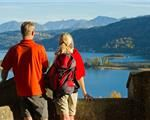 Wanderbarer Wörthersee - Gepäcktransfer inklusive Couple Photos, Couples, Couple Shots, Couple Photography, Couple, Couple Pictures