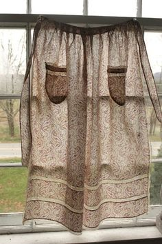 Antique French paisley Apron ~ c1900 ~ Lovely paisley and lace ~ rare and beautiful textile ~ from www.textiletrunk.com