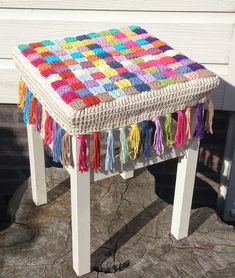 Crochet Stool Cover Photo Tutorial https://www.facebook.com/pages/Attys/285033854868633?ref=hl