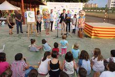 El Alcalde de Castellón, Alfonso Bataller, ha acompañado a los niños y niñas del colegio Carles Salvador que participan en la iniciativa 'Caminos Escolares Seguro' del Ayuntamiento de Castellón y que se ha puesto en marcha  en este centro escolar.