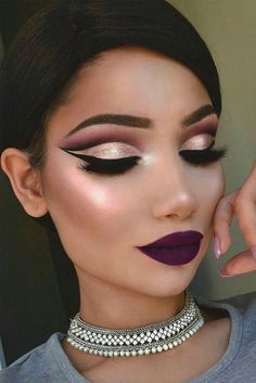 Are you searching for some trendy makeup ideas? We have collected amazing pictures of cut crease makeup looks, which are quite trendy this season. Prom Makeup, Wedding Makeup, Hair Makeup, Bridal Makeup, Make Up Looks, Makeup On Fleek, Flawless Makeup, Makeup Geek, Pretty Makeup