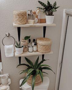 Bathroom Shelf Decor, Boho Bathroom, Bathroom Inspiration, Home Decor Inspiration, Creation Deco, Küchen Design, Bathroom Interior Design, Room Decor Bedroom, Sweet Home