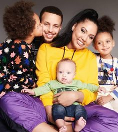 Pro Basketball Player Steph Curry With His Wife And Children. Stephen Curry Family, The Curry Family, Cute Family, Beautiful Family, Beautiful Children, Beautiful Babies, Beautiful People, Family Matters, Family Goals