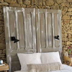 original bed headboards easy to make Leather Headboard, Wood Headboard, Old Shutters, Old Doors, Headboards For Beds, White Walls, Bed Pillows, Bedroom Decor, House Design