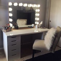 Now this is what dreams are made of! ✨ Such a stunning vanity station from Featured: in Champagne Gold + IKEA LINNMON table top & ALEX drawers Cute Bedroom Ideas, Room Ideas Bedroom, Bedroom Decor, Vanity Makeup Rooms, Vanity Room, Ikea Vanity, Vanity Desk, My New Room, My Room