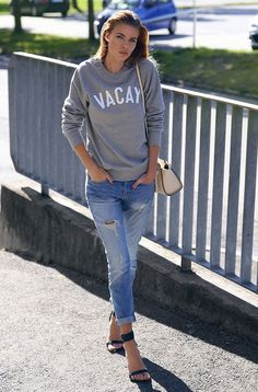 Look of the day, Destroyed jeans, Moletom, Stripe sandals, Street style
