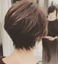 Short hairstyles for thick hair. Utilize These Great Tips For Best Good Hair Care! Shot Hair Styles, Curly Hair Styles, Short Hairstyles For Women, Bob Hairstyles, Grey Hair Inspiration, Corte Y Color, Hair Affair, Hair Photo, Cool Haircuts