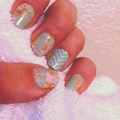 Vintage Chic with a Mint Green Chevron accent nail