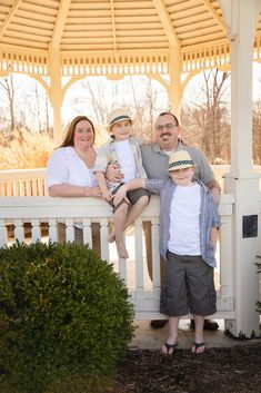 Family Photo Session | Family pose | Gazebo | Family of Four | Plainfield, Indiana