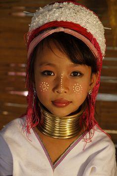 """Fillette, Padaug (Birmani, qui sera """"femme girafe"""""""