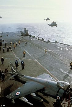 Sea King helicopters and Harrier jets on Hermes' flight deck Navy Requirements, British Royal Marines, Force Pictures, Navy Carriers, Falklands War, Indian Navy, Tug Boats, Flight Deck