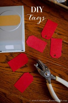 DIY gift tags, how to wrap baked goods for a bake sale, Christmas Food Gift DIY, Christmas Food gift ideas, Holiday food gift wrap, Christmas food gifts, wrapping Christmas food gifts, Celebrating Everyday Life with Jennifer Carroll