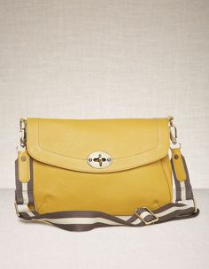 cfecf1722e i think this purse is SO cute... i have to find it for