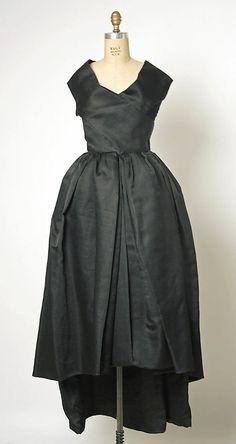 Evening dress House of Balenciaga  (French, founded 1937) Designer: Cristobal Balenciaga (Spanish, 1895–1972) Date: spring/summer 1957 Culture: French Medium: silk