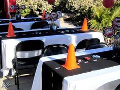 Bauarbeiter-Tischdeko Vielen Dank für diese tolle Idee für unsere nächste Bauarbeiter-Party! Das sollten wir unbedingt mal ausprobieren! Dein balloonas.com #kindergeburtstag #motto #mottoparty #party #kids #birthday #bauarbeiter #construction #bagger #bob #baumeister