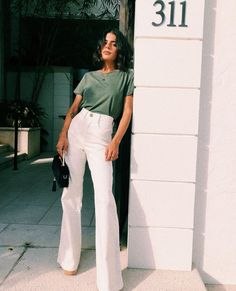 VG Face Of Being Cord Pants // Cream Sophisticated Work Attire and Office Outfits for Women Style Outfits, Mode Outfits, Trendy Outfits, Fashion Outfits, Fashion Tips, Fashion Hacks, Fashion Styles, Modest Fashion, Uni Outfits