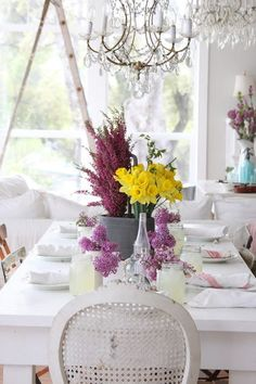 Love white and clear glass dishes, they allow you to coordinate any color themes you want quickly.