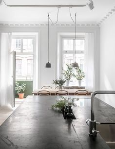 Stylish home with an amazing living kitchen - via Coco Lapine blog