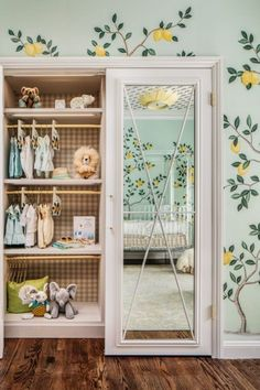Fun mirror for kids | Find more adorable kids' bedroom mirror with Circu Magical Furniture. See more: CIRCU.NET