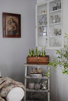 Charming vintage decorating ideas - love the little step stool kellyelko.com