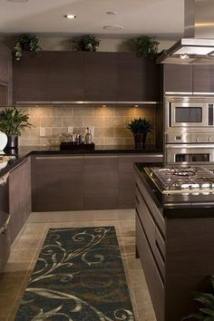 Elegant kitchen design tips. Every kitchen remodel starts with a design concept. Take advantage of these kitchen remodeling ideas to include worth in addition to a lot of feature to your home during your kitchen remodel planning phase. Kitchen Room Design, Kitchen Cabinet Design, Modern Kitchen Design, Home Decor Kitchen, Interior Design Kitchen, New Kitchen, Home Kitchens, Small Kitchens, Kitchen Layout