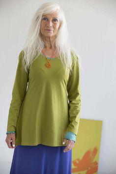 Gudrun Sjödéns Frühjahrskollektion 2015  - Die einfarbige Tunika mit langen Ärmeln ist ein tolles Basic-Stück. Erhältlich in Wiesengrün, Orchideenrosa, Veilchen und Schwarz.