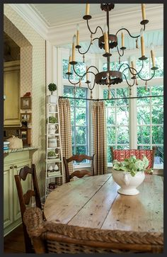 Charming dining area in keeping room - Linda Kay McCloy English Cottage Style, English Country Cottages, English Country Decor, French Country Cottage, French Country Style, French Country Decorating, English Style, Country Dining Rooms, Country Kitchen
