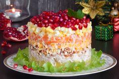 Какой салат приготовить на Новый 2017 год? А вот, к примеру, аппетитный, сытный и вкусный салат Красная шапочка, который украсит ваш праздничный стол.