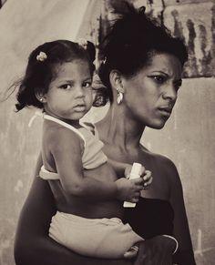 Cuba - Havanna - Mother and Daughter B&W