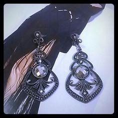 Classy vintage style statement earrings Lightweight gray tone statement earrings Accessories