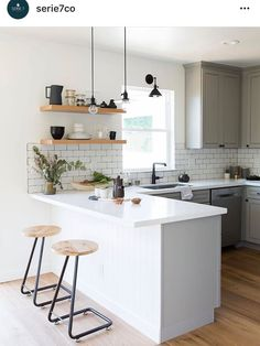 If you are looking for Apartment Kitchen Design Ideas, You come to the right place. Below are the Apartment Kitchen Design Ideas. This post about Apartment . Kitchen Interior, Home Decor Kitchen, Kitchen Design Small, Kitchen Remodel, Small Modern Kitchens, Kitchen Layout, Minimalist Kitchen, Rustic Kitchen, Kitchen Renovation