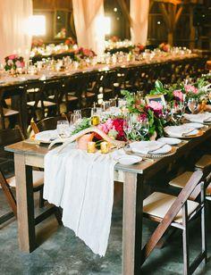 // Live in Montreal? Looking for vintage rentals and handmade items to compliment your wedding or event? Vous restez à Montreal? Vous cherchez de la décor et des accessoires 'vintage' et  faits à la main pour compléter votre mariage/événement?  http://lamarieeboheme.com/home