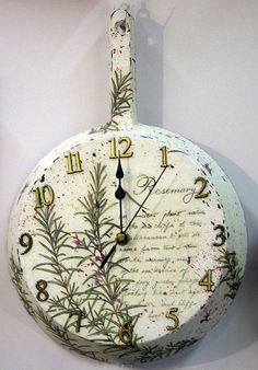 clock decoupage Mom's old pan. Diy And Crafts, Arts And Crafts, Shabby Chic Crafts, Decoupage Art, Diy Clock, Home And Deco, Painting On Wood, Diy Home Decor, Projects To Try