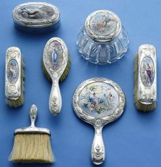 'Georgie encouraged Lizzy towards her dressing table where immaculate silver-handled brushes were laid out neatly,' This pic - Dresser Set; Antique Vanity, Vintage Mirrors, Vintage Dressers, Vintage Vanity, Vintage Decor, Vintage Antiques, Vintage Items, Vintage Designs, Vintage Dressing Tables