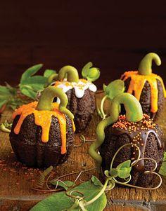 Cute mini bundt cake pumpkins Halloween dessert idea