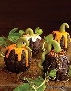 Cute mini bundt cake pumpkins Halloween dessert idea