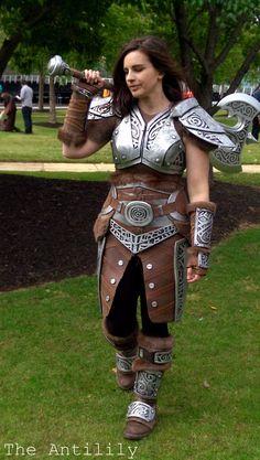 Skyrim Steel Armour - The Anti-Lily female armor costume cosplay Cosplay Skyrim, Cosplay Armor, Epic Cosplay, Amazing Cosplay, Cosplay Girls, Cosplay Costumes, Skyrim Armor, Larp Armor, Knight