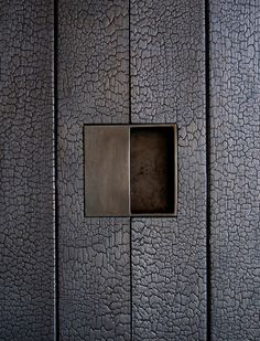 Burned wood (shou-sugi-ban method -blowtorch) + brass door handle detail at the tucson mountain retreat. Detail Architecture, Brass Door Handles, Joinery Details, Charred Wood, Interior And Exterior, Interior Design, Exterior Siding, Door Design, Cladding