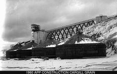 Contruction #Cargill Grain  Ville de Baie-Comeau - Archives 1960   Quelques superbes photos d'archives de Baie-Comeau, Hauterive et de plusieurs autres endroits sur la Côte-Nord.  #BaieComeau #Québec #Canada #Archives  Crédit photo: Rosaire Dufour