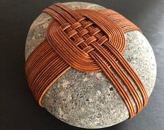 Asian Crafts, Zen Rock, Rock And Pebbles, Stone Wrapping, Weaving Textiles, Sticks And Stones, Rock Crafts, Pebble Art, Stone Art