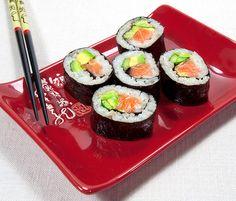 http://irinascutebox.blogspot.com/2012/02/homemade-sushi-rolls.html