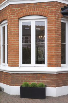 Cottage Casement window has no central mullion divide giving a larger glass area and the ability to fully open up to the outside