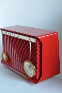 MOTOROLA AM Tube Radio Cherry Red Polystyrene Model A8R/All