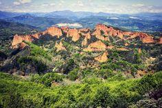 Las Médulas Spain. An ancient gold mining site dating back to the Roman Empire. --- #lasmedulas #spain #mining #goldmine #mine #sandstone #travel #instatravel #instatraveling #travelstoke #travelgram #tourist #tourism #traveller #vacation #travelphotography #instagood #instamood #instadaily #matadornetwork #sharetravelpics #wanderlust #trip #viaje #voyage by talesofawanderer