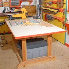 Back to basics work table woodworking plan from wood magazine Woodworking Shows, Woodworking Joints, Woodworking Workbench, Woodworking Techniques, Easy Woodworking Projects, Popular Woodworking, Wood Projects, Workbench Plans, Woodworking Basics