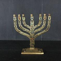 Een persoonlijke favoriet uit mijn Etsy shop https://www.etsy.com/nl/listing/512411417/vintage-brass-en-glazuur-joodse-menorah