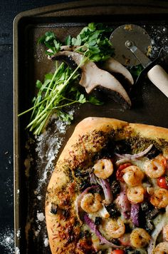 shrimp, pesto & mushroom pizza. woah yum