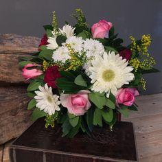 Μπουκέτο Διάφορα Λουλούδια Floral Wreath, Wreaths, Home Decor, Floral Crown, Decoration Home, Door Wreaths, Room Decor, Deco Mesh Wreaths, Home Interior Design