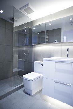 baño blanco y gris